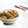 Świąteczne śledziki z hiszpańskimi oliwkami