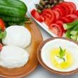 Aksamitny serek jogurtowy labneh – z czym go się je?