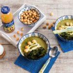 Zupa krem z zielonych warzyw z groszkiem ptysiowym i chipsami z jarmużu