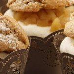Zimowe babeczki z musem jabłkowym i bitą śmietaną – przepis od McVitie's
