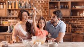 Kulinarny wehikuł czasu – czyli powrót do smaków dzieciństwa LIFESTYLE, Żywienie - Wielu z nas z wielkim sentymentem wspomina smaki dzieciństwa. Już na samą myśl o tych wszystkich smakołykach, pojawia się uśmiech w kącikach ust. A może warto przywołać zapachy, które unosiły się w naszej rodzinnej kuchni i podarować te same przyjemności swoim pociechom?