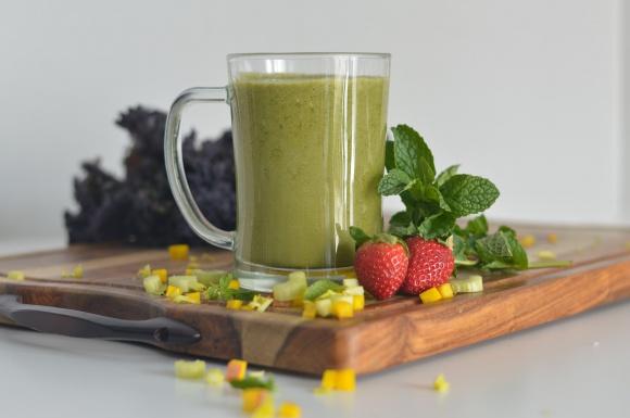 Owocowo-warzywne soki na wiosnę LIFESTYLE, Żywienie - Początek wiosny to czas, w którym wprowadzamy zmiany w naszych domach, ale także w stylu życia – zaczynamy odżywiać się zdrowiej. Dlatego to idealny moment na włączenie do naszej diety większej ilości warzyw i owoców, które pozwolą nam przywitać wiosnę z nową energią.