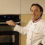 Michel Moran pokazuje jak ułatwić sobie życie z piekarnikiem Dual Cook Flex
