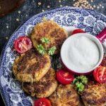 Kotleciki z soczewicy z Pasteną – pastą z suszonych pomidorów z serem Corregio