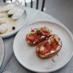 Moda na włoskie jedzenie i przekąski - crostini